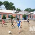 공주령시진가툰진조선족학교 축구하는 학생들